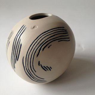 Vase griffé