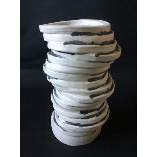 Vase-sculpture anneaux droit en grès