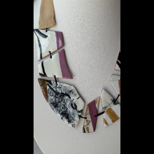 Collier ruban calligraphies fractionnées