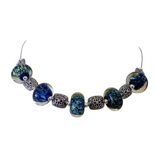 collier perles de verre filé au chalumeau blanc rouge noir