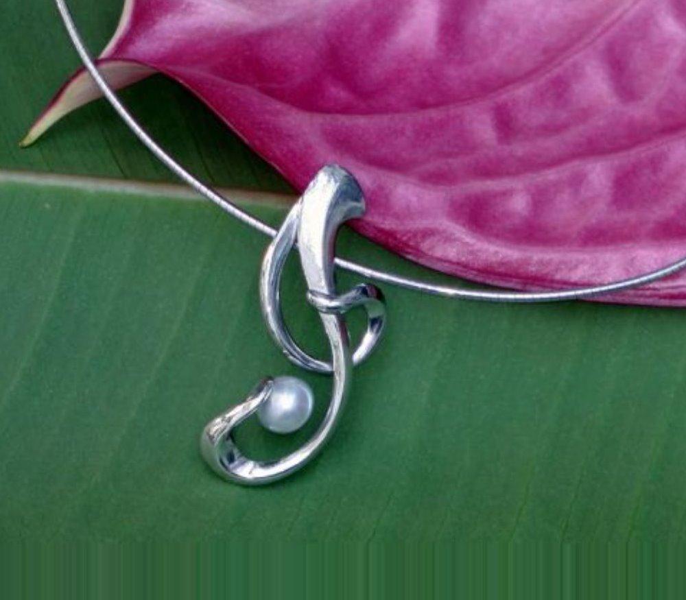 collier frison perle grise ; alain detrixhe ; creation ; bijou ; inspiration ; horta