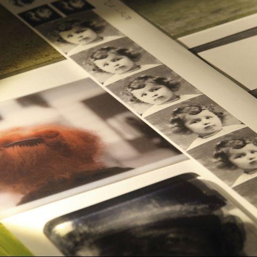 Photos à travailler dans l'atelier d'Evy Cohen