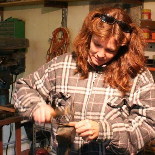 Grinhilda Szendy, créatrice de bijoux en laiton