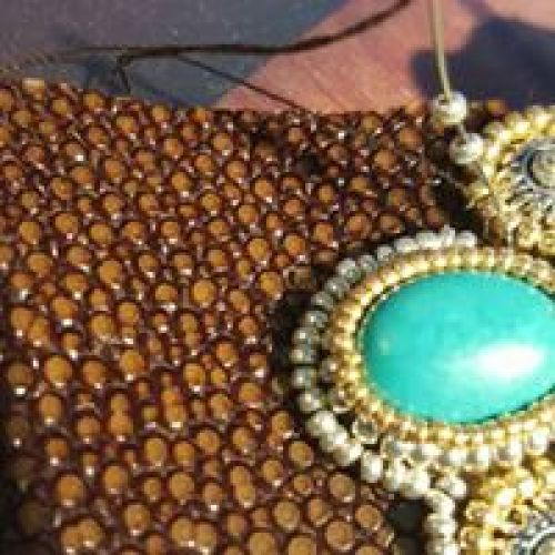 Atelier d'Esther Willer, brodeuse et créatrice de bijoux